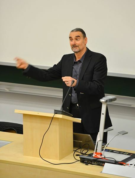 Trener NLP dr Richard Bolstad prowadzący pełny kurs Praktyk NLP
