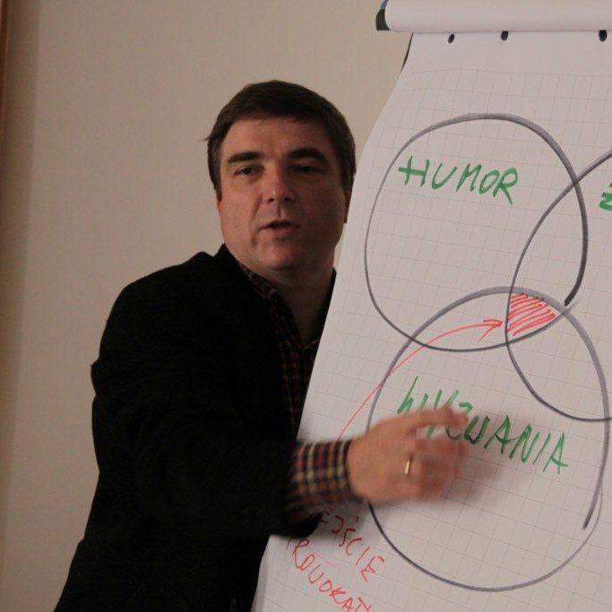 Tomasz Kowalik prowadzący szkolenie prowokatywne